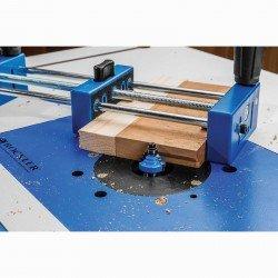 Herramienta para sujetar piezas de trabajo pequeñas al cortar o fresar